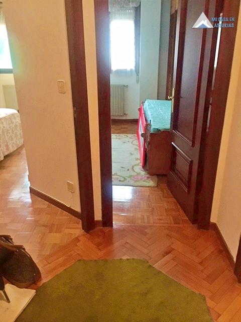 Venta de piso en calle Silla del Rey, en Oviedo.