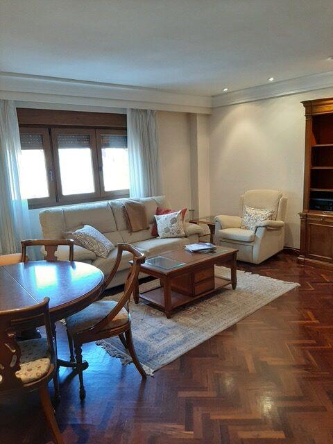 Se alquila piso amueblado en la zona del Fontán, Oviedo.