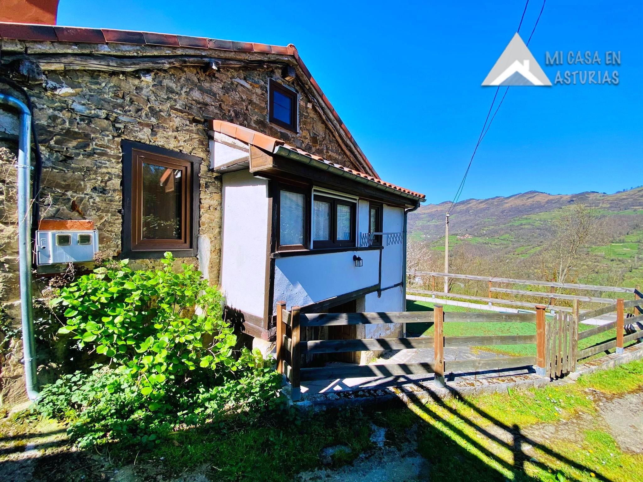 Venta de Casa Reformada en el Pueblo de Pinedo, Aller. Asturias.
