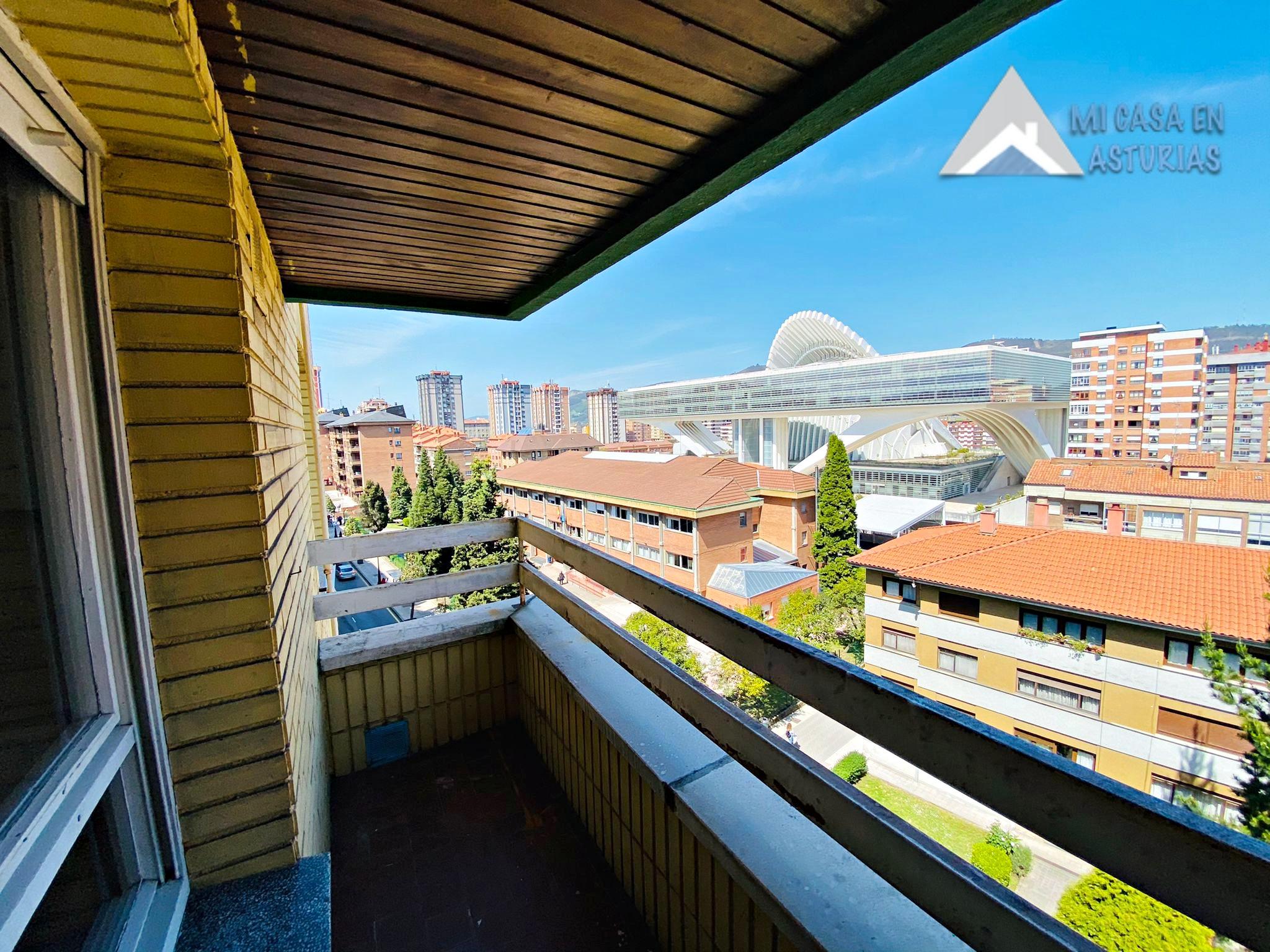 Se vende piso vacío en la zona de Calatrava, en Oviedo.