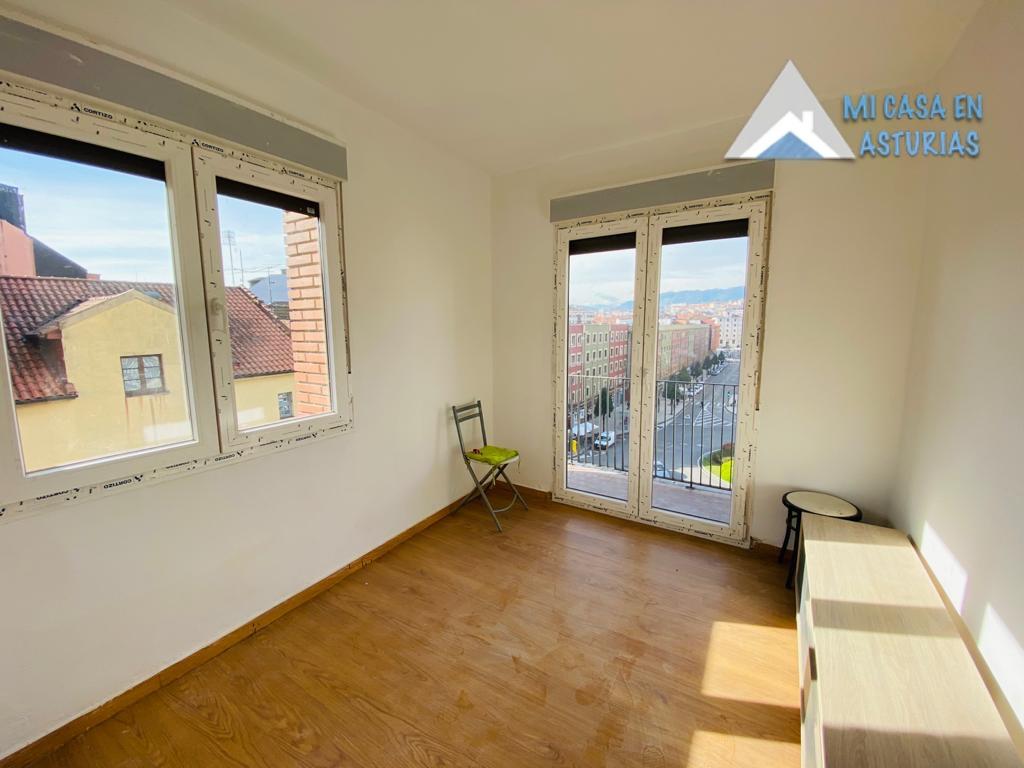 Alquiler de piso semi amueblado y con terraza en la Zona de Teatinos, Oviedo.