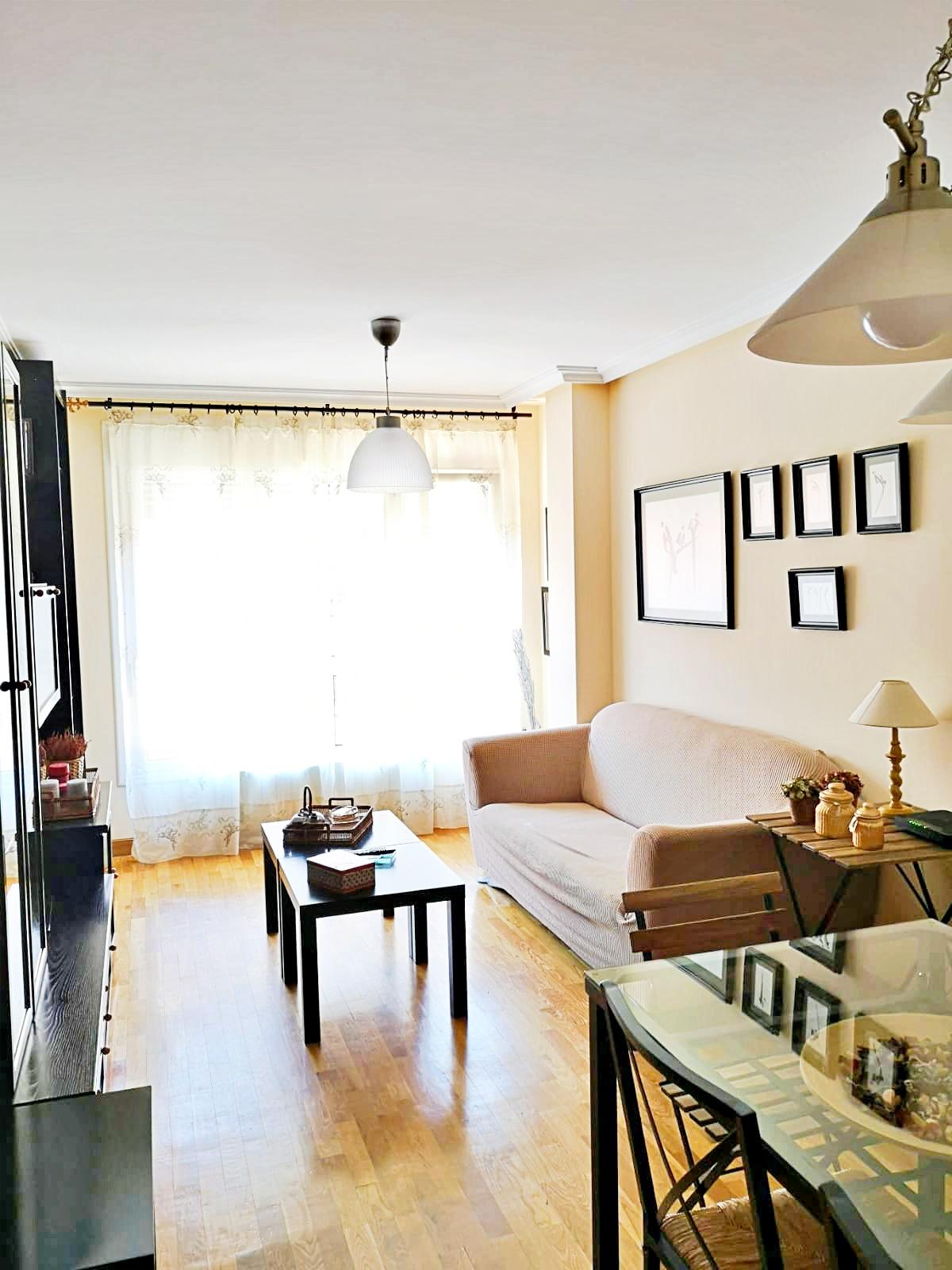 Alquiler de piso amueblado y con terraza en la bonita Zona del Ciudad Naranco. Oviedo.