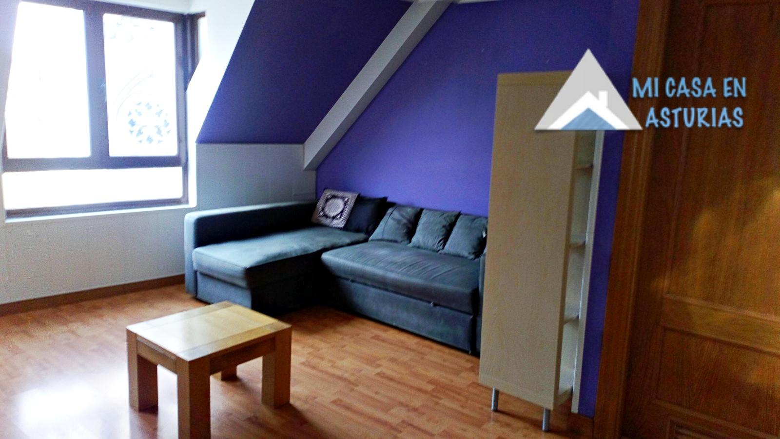 Alquiler de piso en bajo cubierta, amueblado y exterior. Zona Salesas-Foncalada.